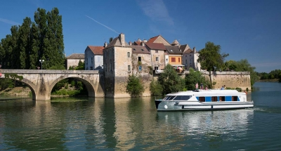 Vision boat in Verdun-sur-le-Doubs, Burgundy, France