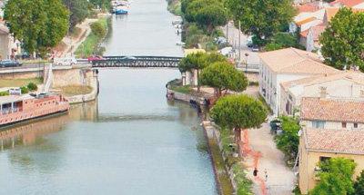 Pont et canal en Camargue