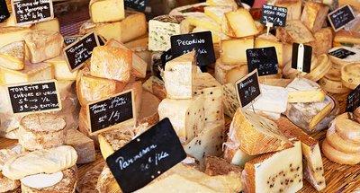 Fromage français sur un marché