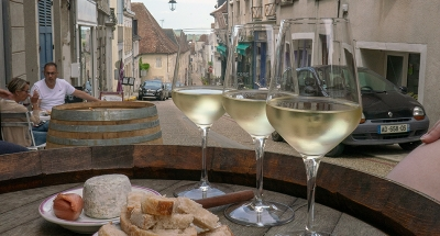 Vin et apéritif dans les rues historiques de Sancerre