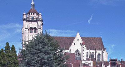 Église avec vue sur la ville