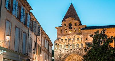 Jolie place de la ville française