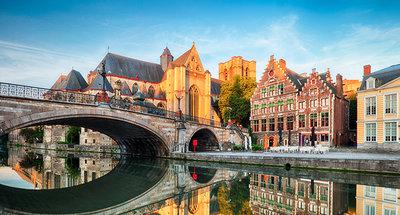 Pont médiéval dans la jolie ville de Gand
