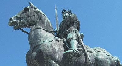 Statue d'un homme à cheval
