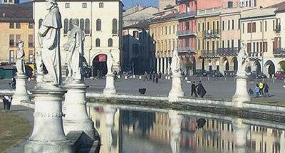 Fontaine et statues à Venise