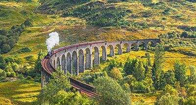 Le Jacobite Steam Train sur le Viaduc de Glenfinnan