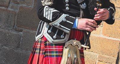 Joueur de cornemuse dans un kilt