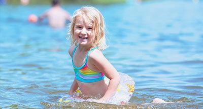 Enfant qui se baigne