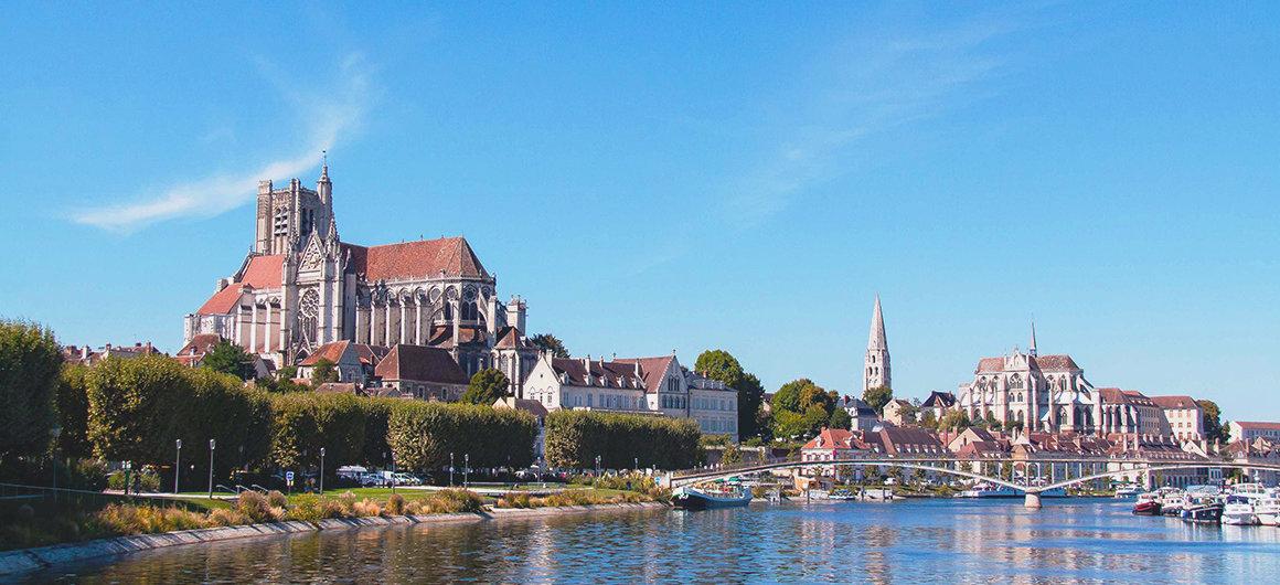 Vue depuis la rivière à Auxerre