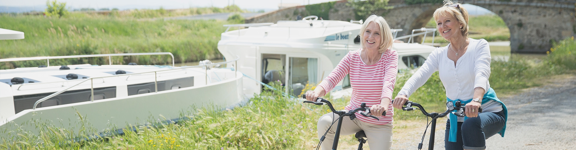 Vélo sur le Midi avec le Vision en arrière-plan